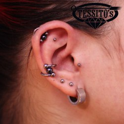 Conch, Helix и Tragus piercing.